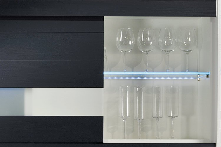 Beckermann Illumination of glass shelves